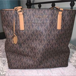 LIKE NEW Michael Kors Shoulder Bag